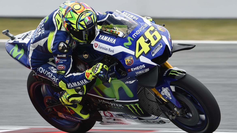 Valentino Rossi bate a Marc Márquez en un intenso mano a mano