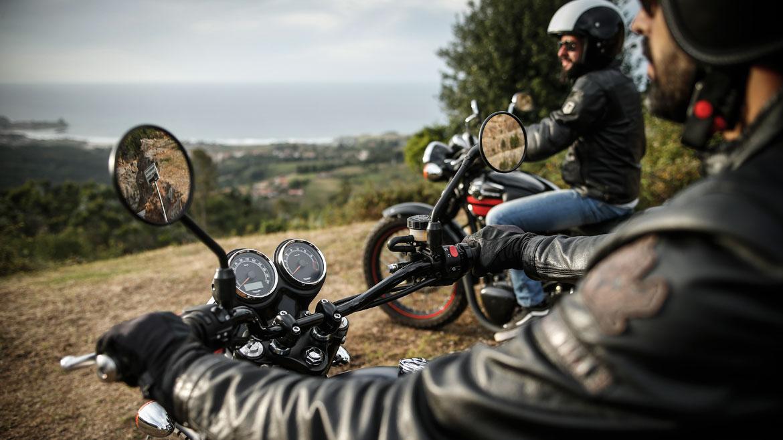 Cómo equiparte para combatir el calor en moto