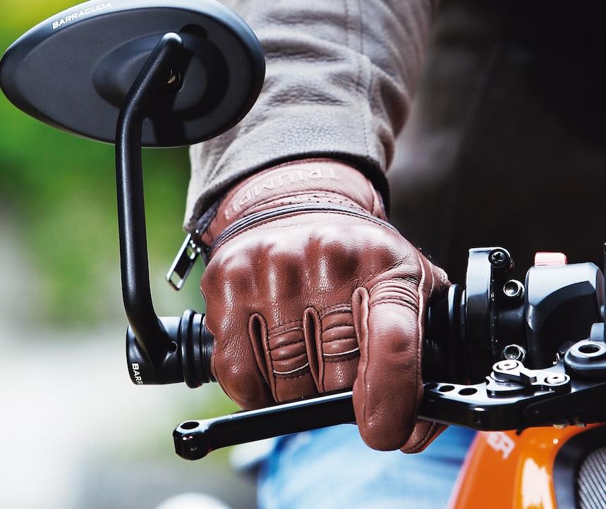 Analizamos los principales guantes de moto de caña corta
