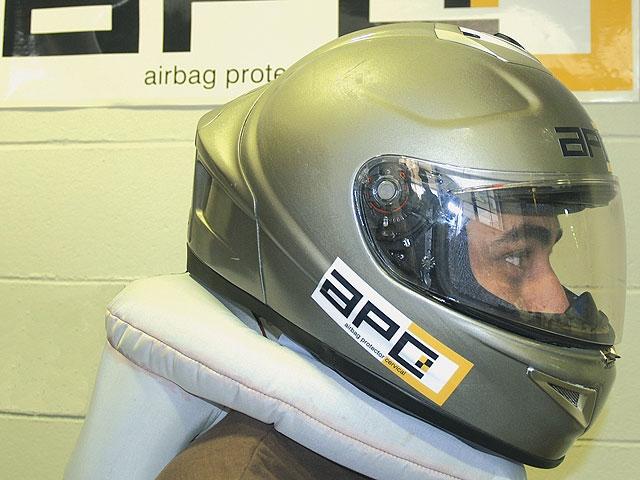 El primer casco con airbag, en 2008