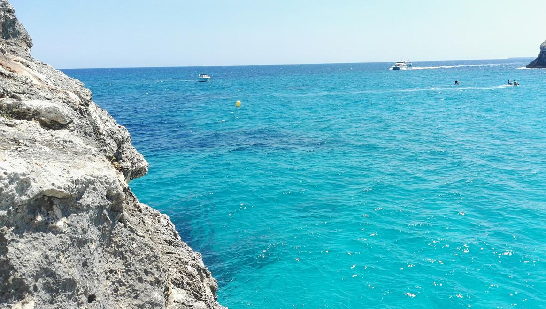 Calas y playas de Mallorca: 4 rutas en moto por la isla