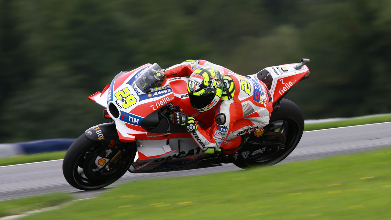 Andrea Iannone, pole en Austria por delante de Rossi