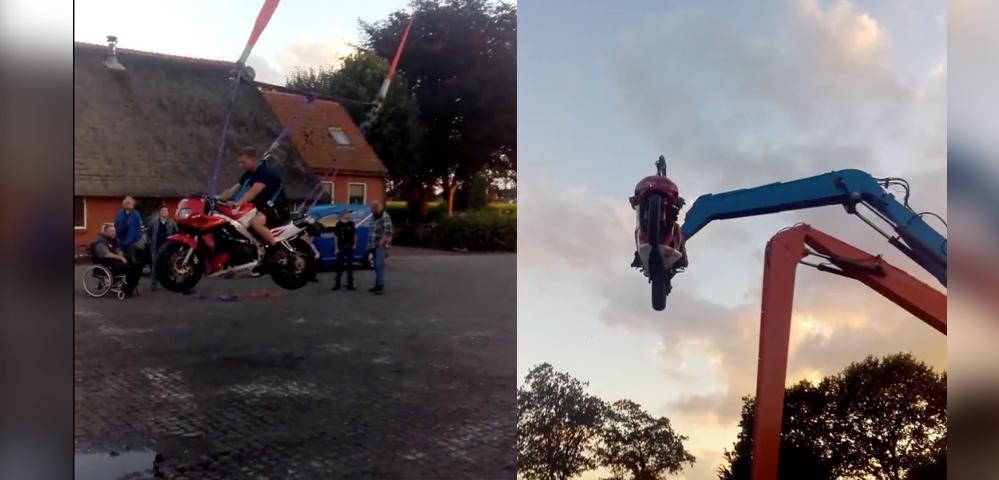 Una grúa + una moto = el mejor columpio para adultos