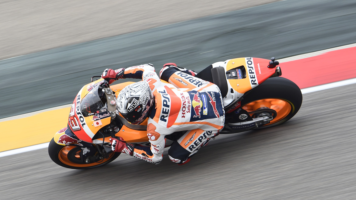 Márquez lidera un accidentado FP3