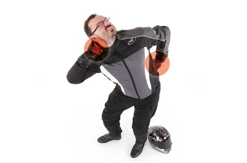 ¿Cómo evitar lesiones en moto? Hablamos con un experto en el tema