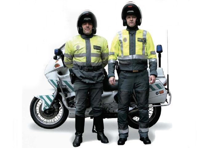 Los motoristas de Tráfico cambian de uniforme