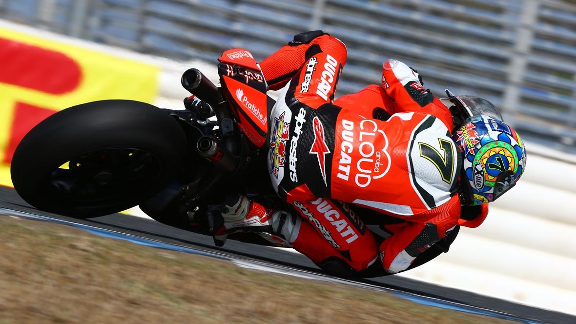 Chaz Davies arrasa a las Kawasaki en Jerez