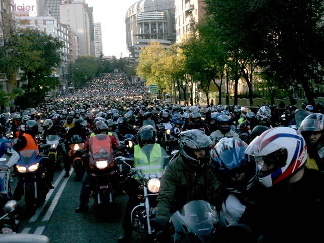 15.000 Moteros contra los guardarraíles