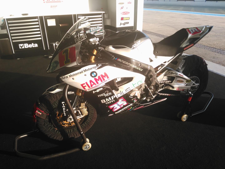 Probamos en Jerez y en exclusiva para España la BMW S 1000 RR del Mundial de SBK