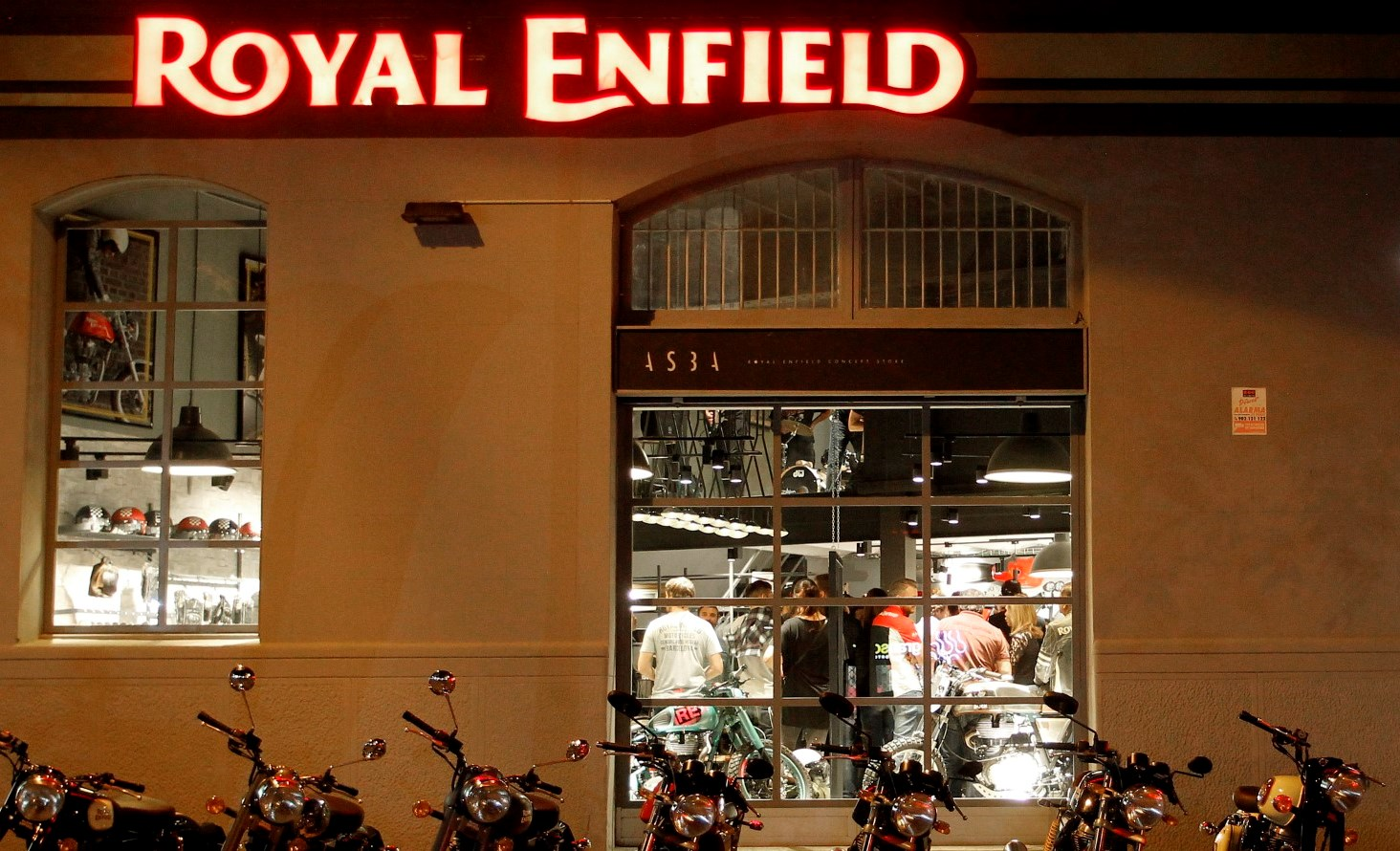 Royal Enfield abre una nueva tienda en Barcelona
