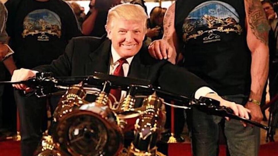 El presidente Donald Trump y su exclusiva moto de oro de 24 quilates