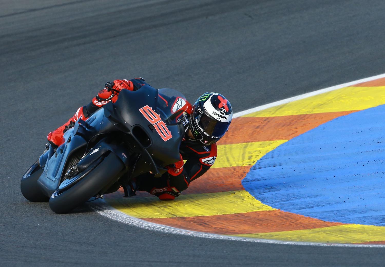 Jorge Lorenzo ya rueda con la Ducati, mañana con la GP17