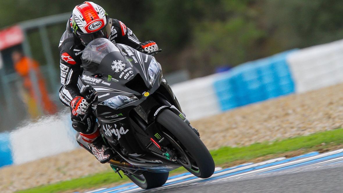 Jonathan Rea bate a todas las MotoGP y mejora la pole de Valentino Rossi