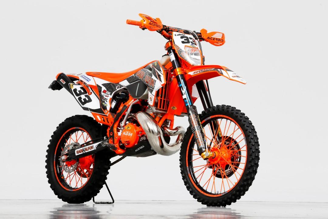 ¿Convertir una KTM 250 EXC 2006 a 2016? Radikal Fun lo ha hecho posible