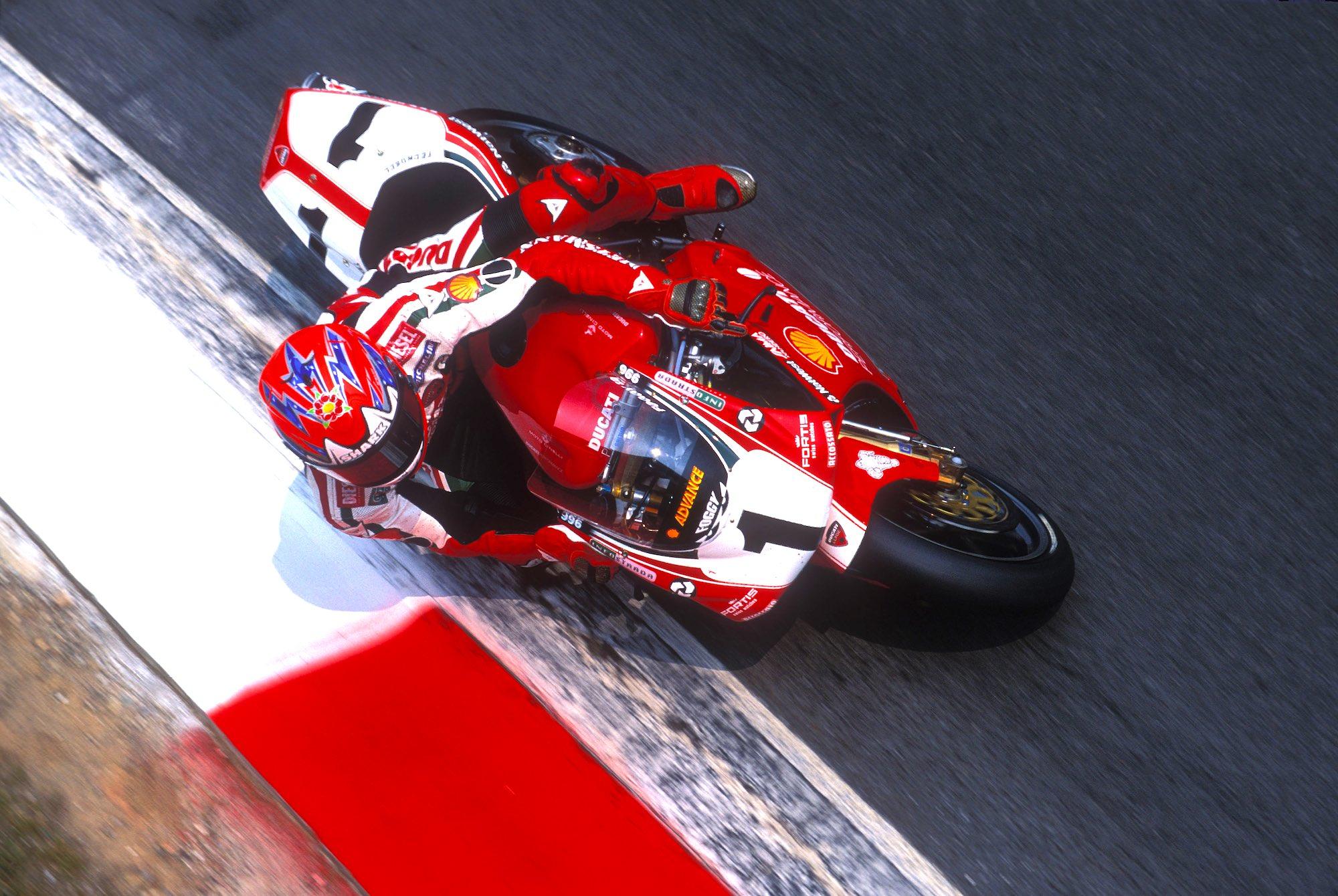 Carl Fogarty, pez grande en charca pequeña | Superbike | Motociclismo.es