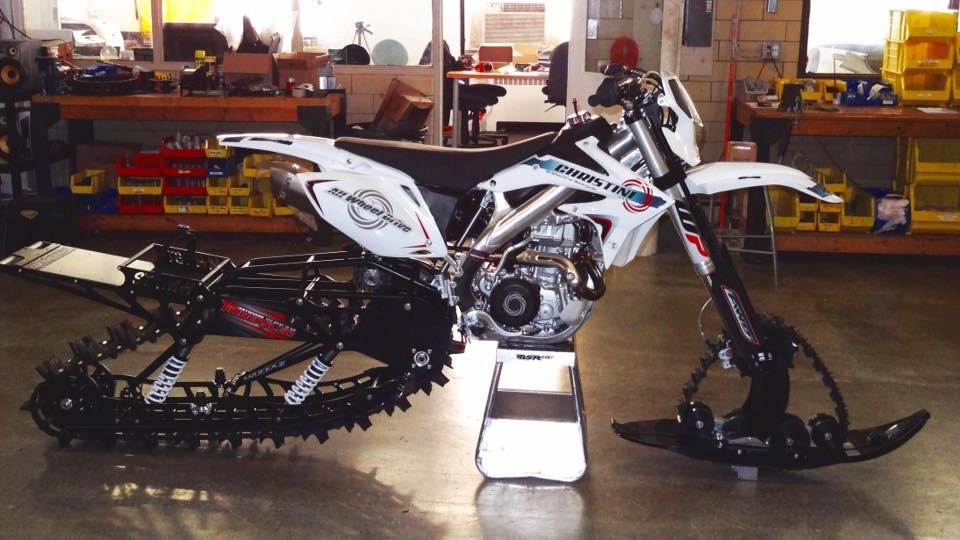 Christini te permite convertir una moto normal en una moto de nieve