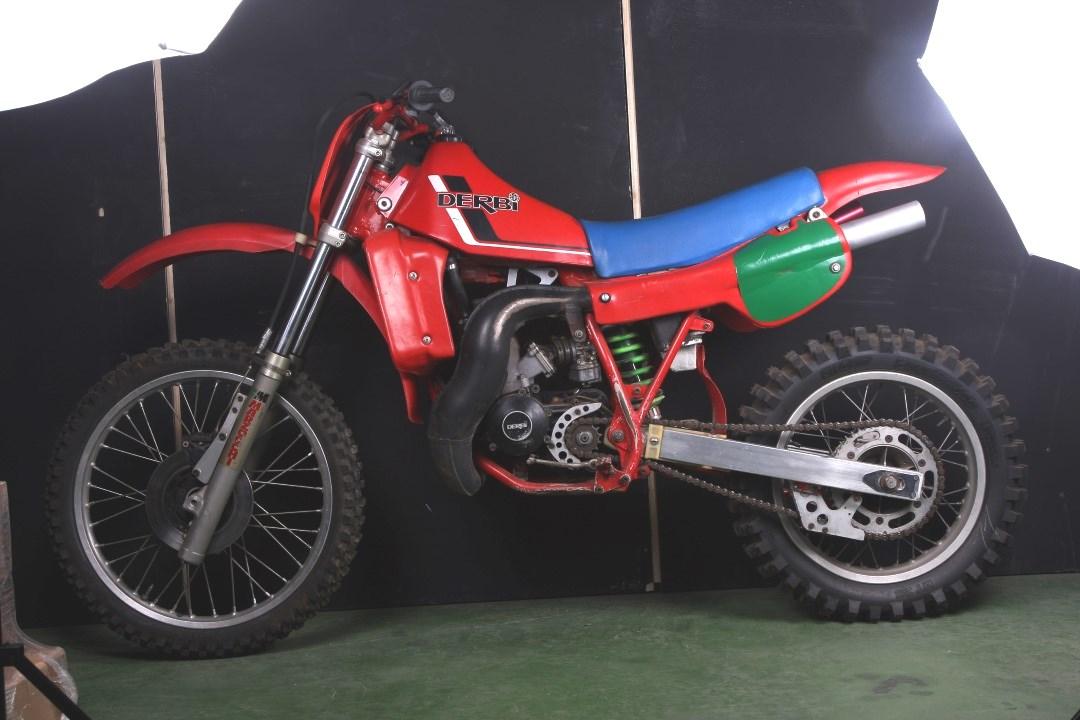 Derbi CR 250 1983, así era la moto del Campeón MX Toni Elías