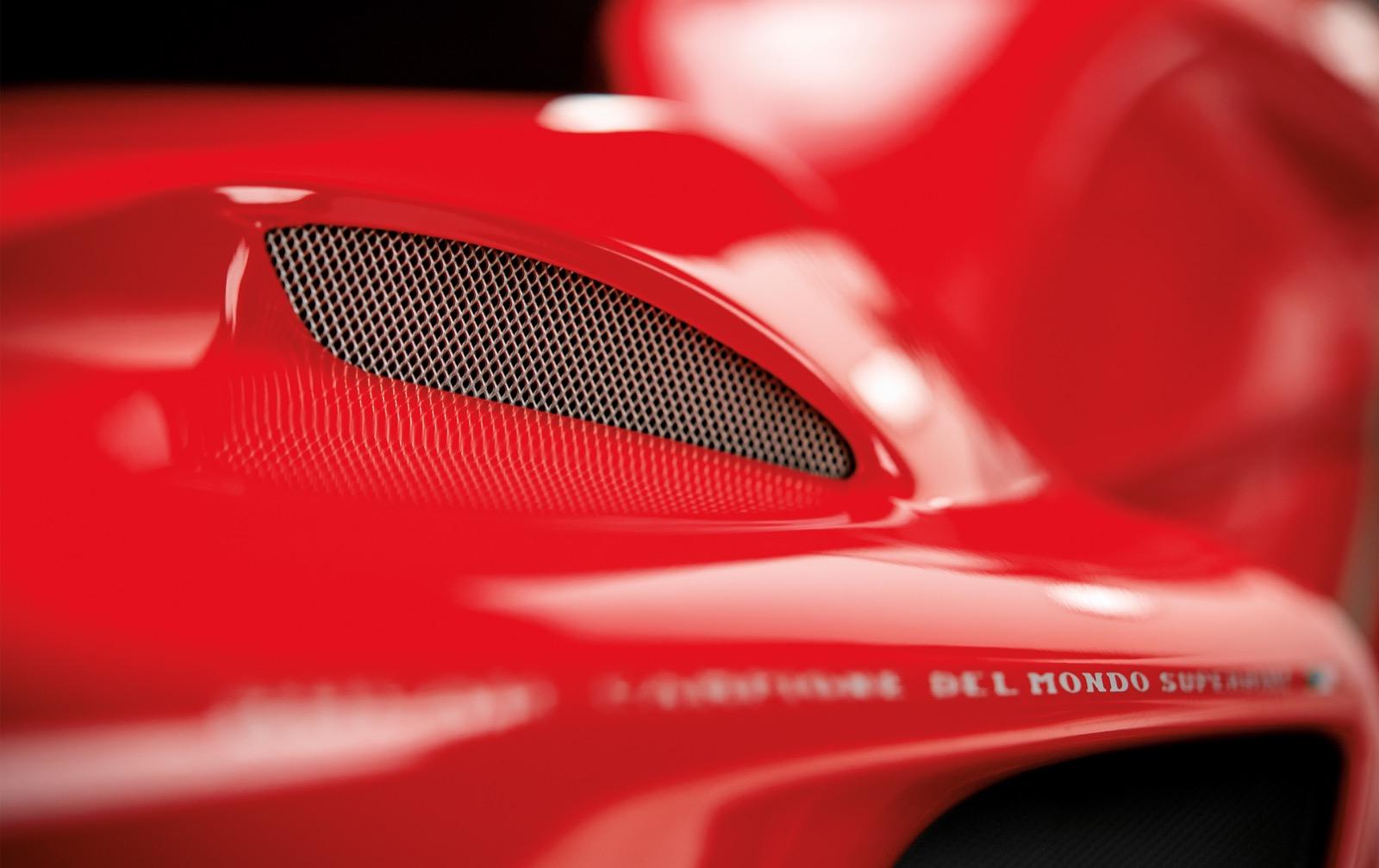 330 páginas de espectacular diseño Ducati y fotografía
