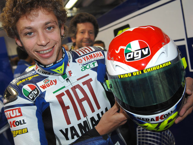 Subasta benéfica del casco de Rossi