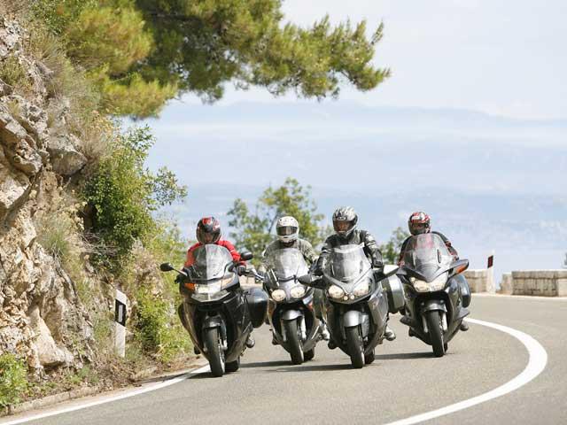La Generalitat propone un carnet más duro para los motoristas