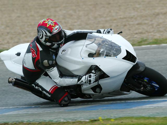 En exclusiva, las imágenes de la Aprilia V4 en Jerez