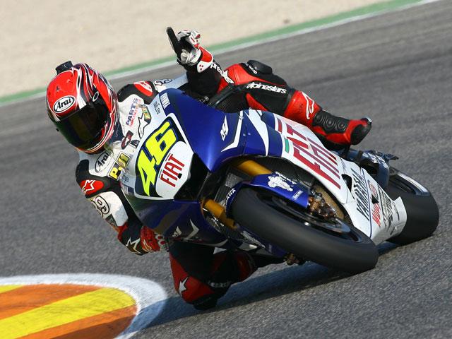 Randy Mamola prueba la moto de Rossi