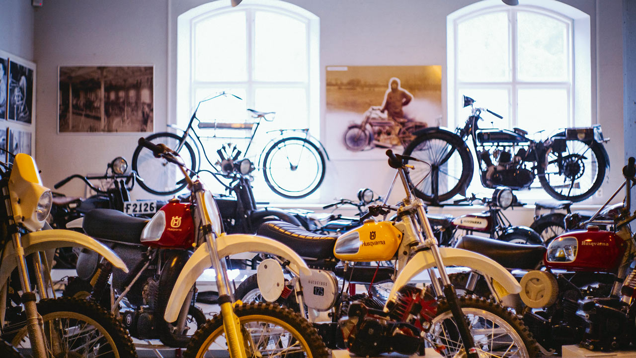 Visita al Museo Husqvarna, armas, máquinas de coser, jardinería y también motos