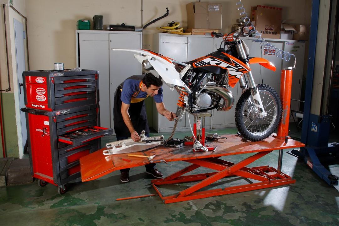 Cómo sustituir los rodamientos de bieletas de tu moto off road