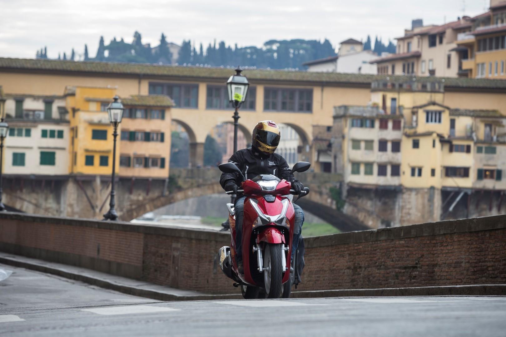Honda SH125i: prueba, ficha técnica y primeras impresiones