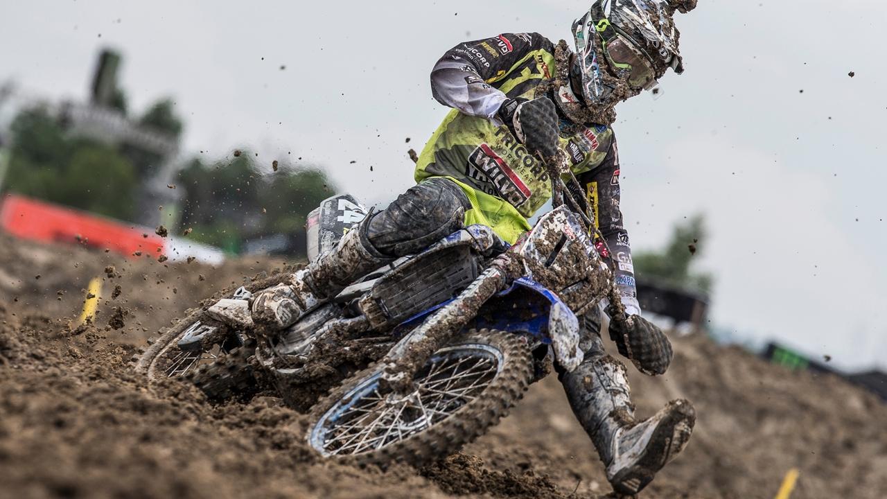 Shaun Simpson brilla en el lodo de Indonesia y Tony Cairoli sigue líder de MXGP