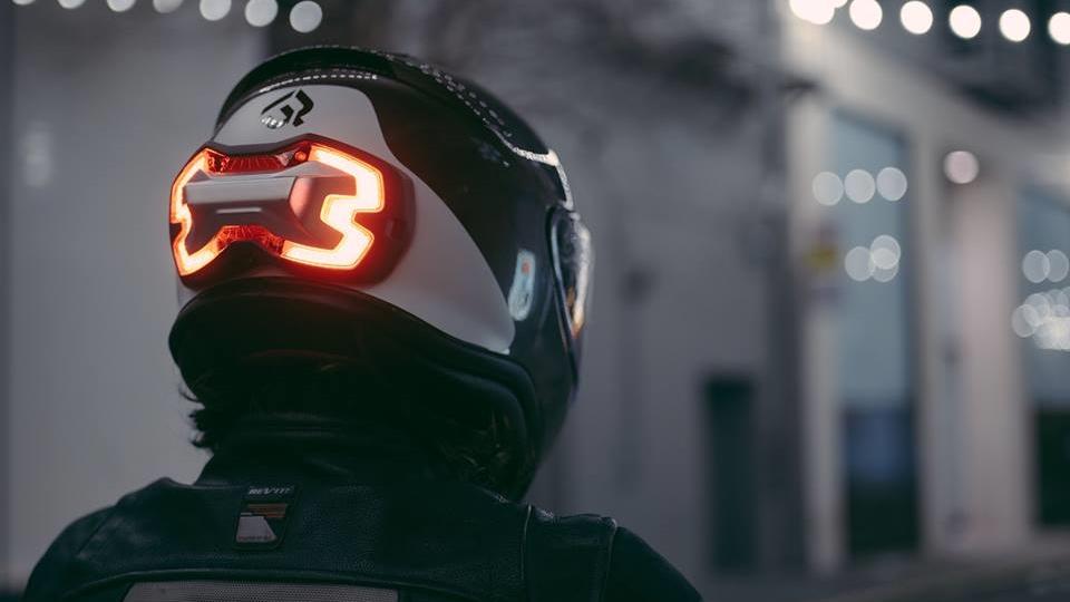 Luz de frenada en tu casco con 'Brake Free', la revolución de la visibilidad en moto
