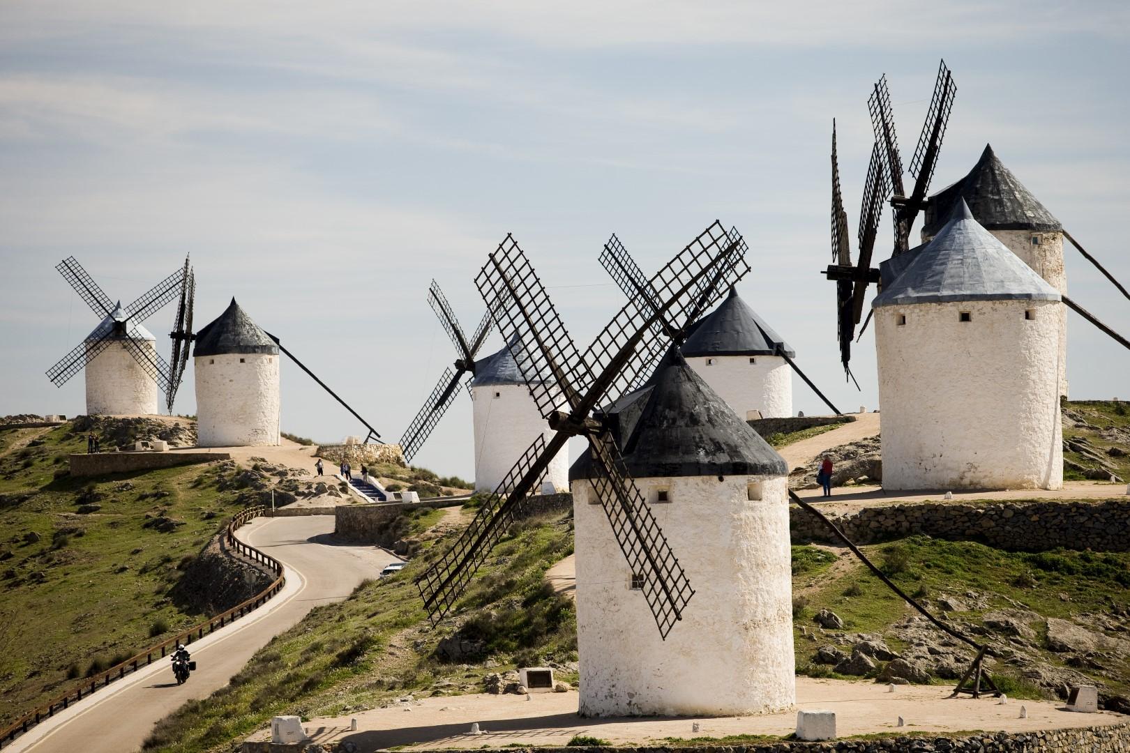 Ruta en moto por tierras de molinos y castillos con Ruralka
