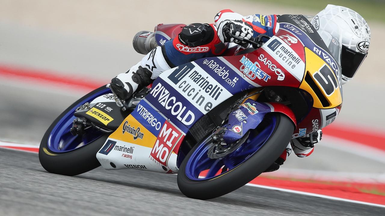 Romano Fenati desquicia a Arón Canet en Austin y vuelve a ganar en Moto3