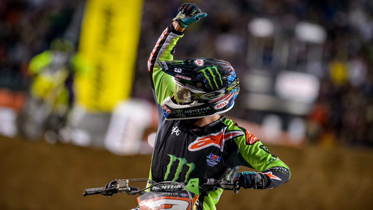 Eli Tomac, líder en solitario tras una memorable actuación en el SX USA de Salt Lake City