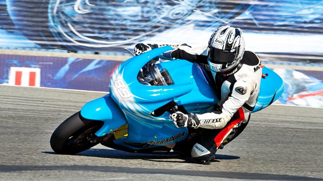 Loris Capirossi prueba una moto eléctrica para su inclusión el Mundial de MotoGP 2019