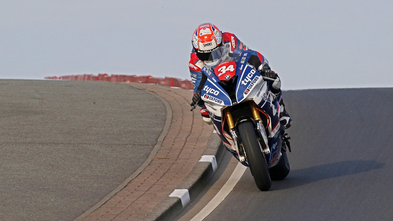 Alastair Seeley gana su 18ª North West 200 y Martin Jessopp se estrena con un doblete