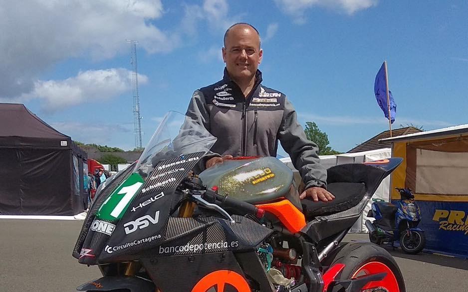 Antonio Maeso completa su primera vuelta en el Tourist Trophy tras su grave accidente