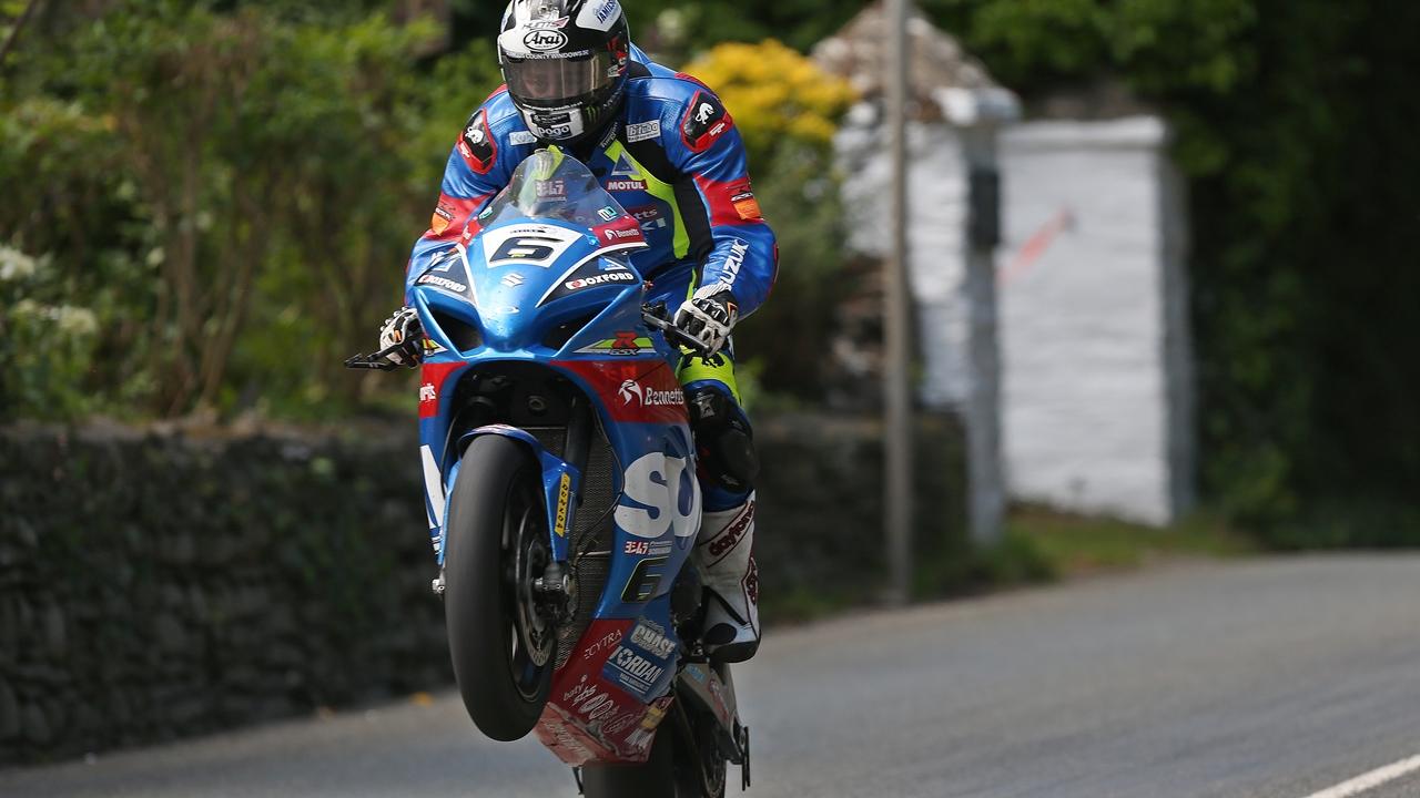 Michael Dunlop gana el Senior TT y supera a Mike Hailwood con 15 victorias
