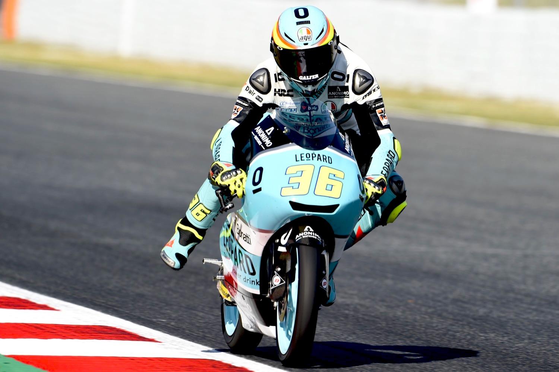 Joan Mir domina una gran carrera de Moto3 decidida en los últimos metros
