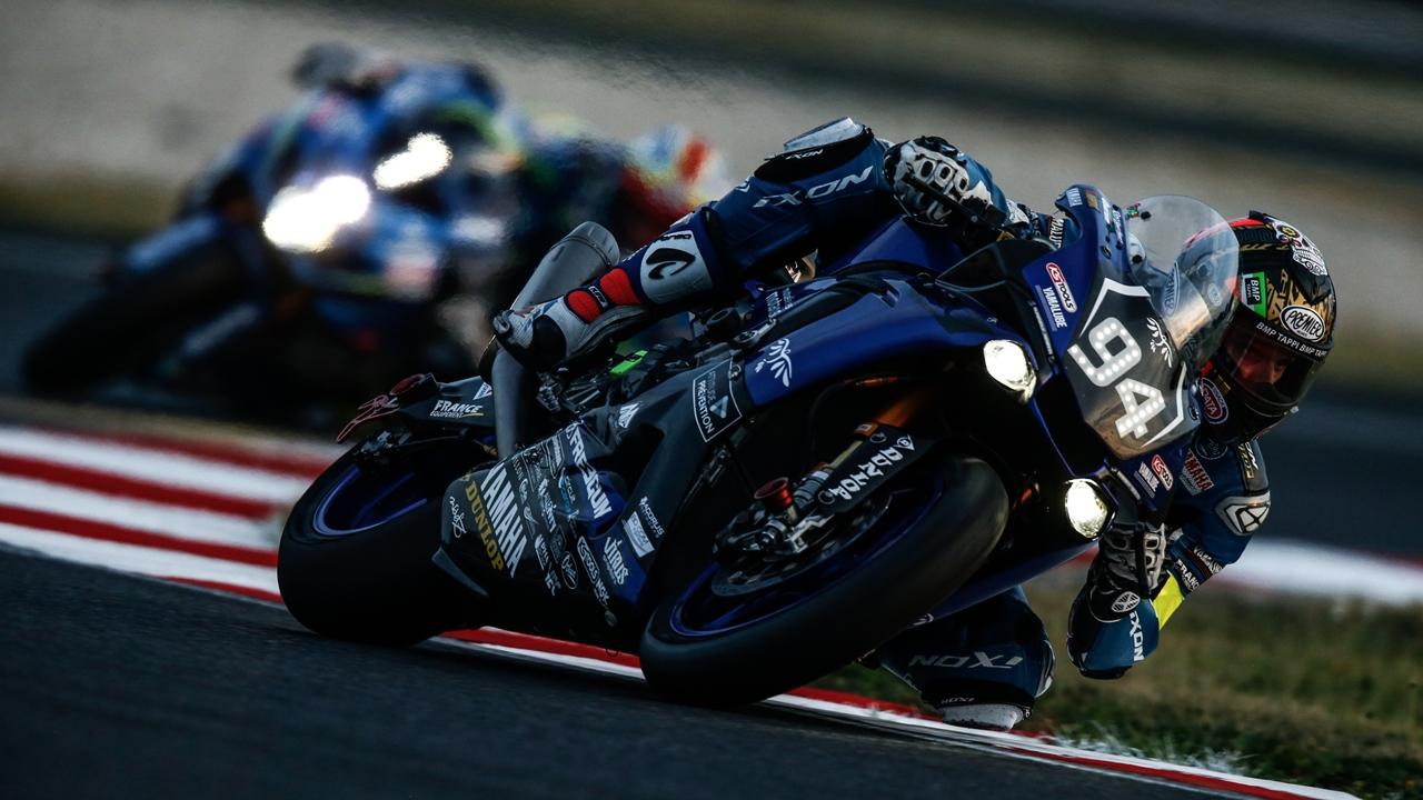 El GMT94 Yamaha de David Checa vence en Slovakiaring y se jugará el título en Suzuka