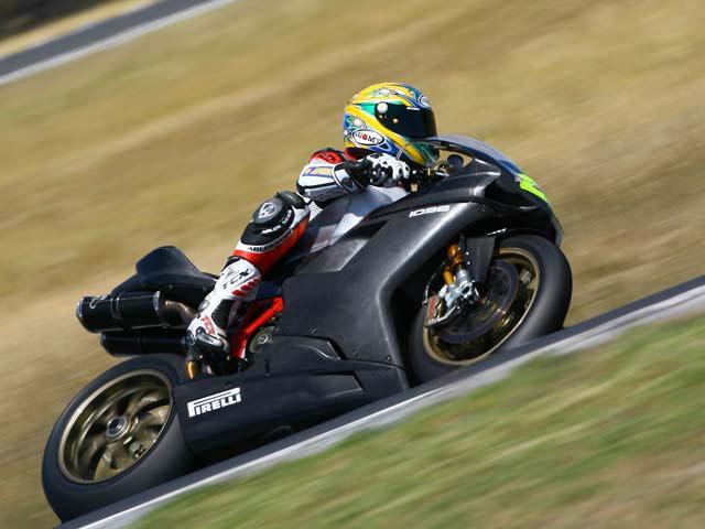Bayliss domina en el primer ensayo Superbike de 2008