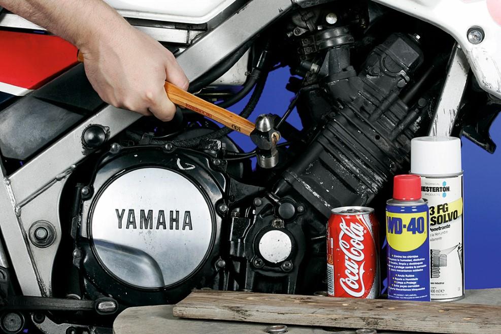 Cómo desmontar los tornillos atascados en tu moto