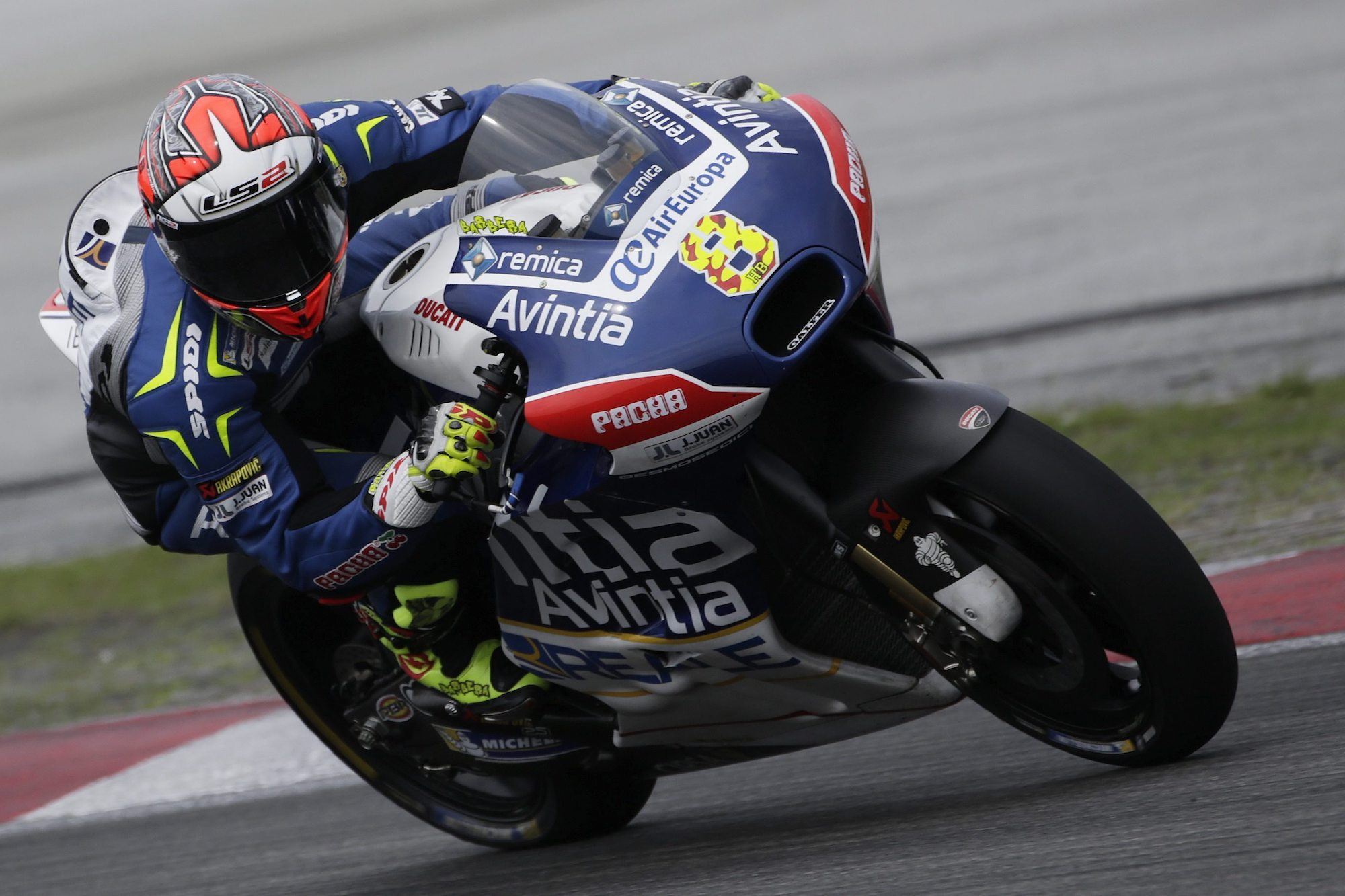 Héctor Barberá lidera los primeros libres de MotoGP en Austria