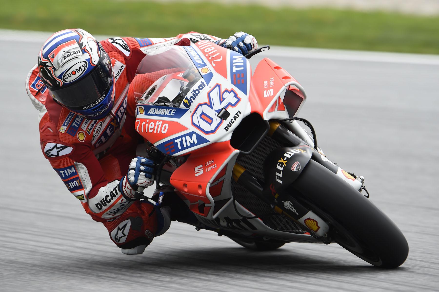 Andrea Dovizioso cierra el viernes como el más rápido en MotoGP