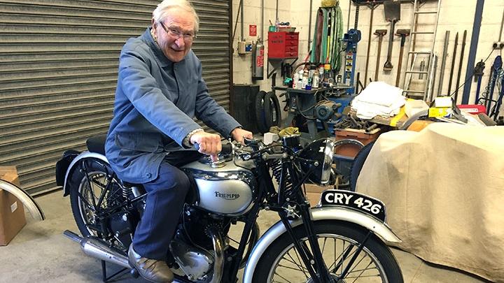 Encuentra la moto de la que se enamoró de pequeño… 78 años después