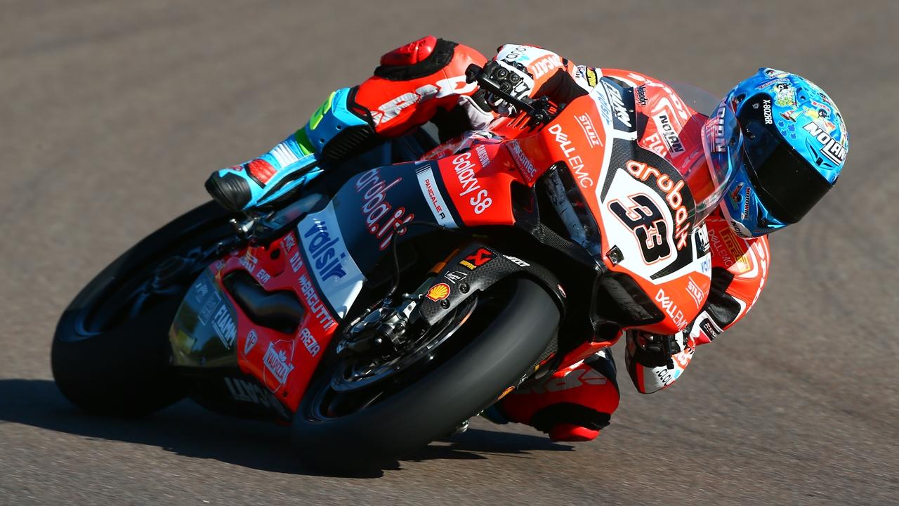 Marco Melandri renueva con Ducati y seguirá en 2018 en Superbike