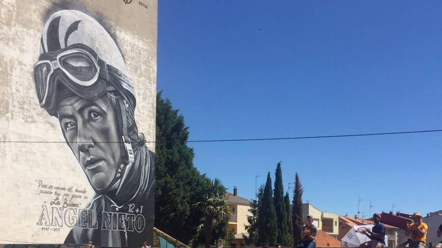 La Bañeza rinde homenaje a Ángel Nieto con un enorme mural