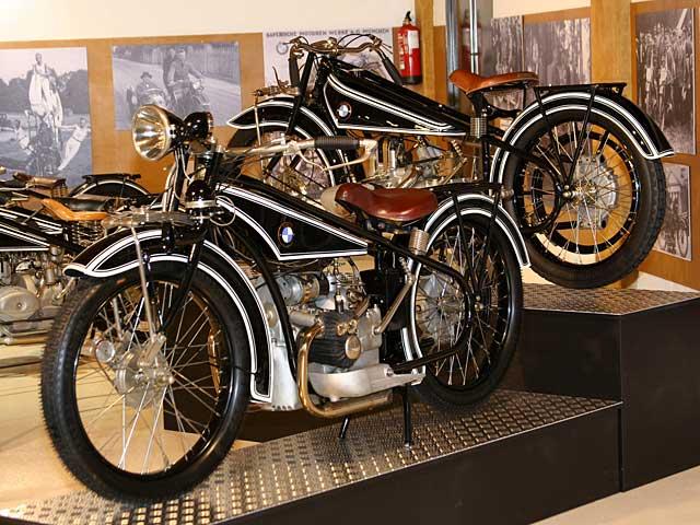 La exposición de BMW, un año más en el Museo de la Moto