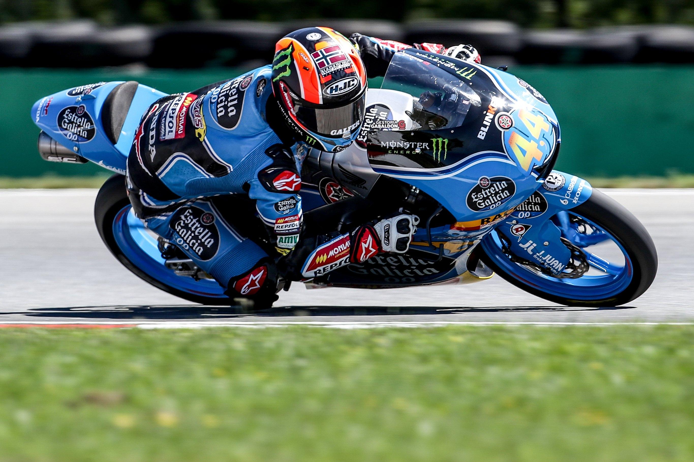 Arón Canet lidera Moto3 en Silverstone