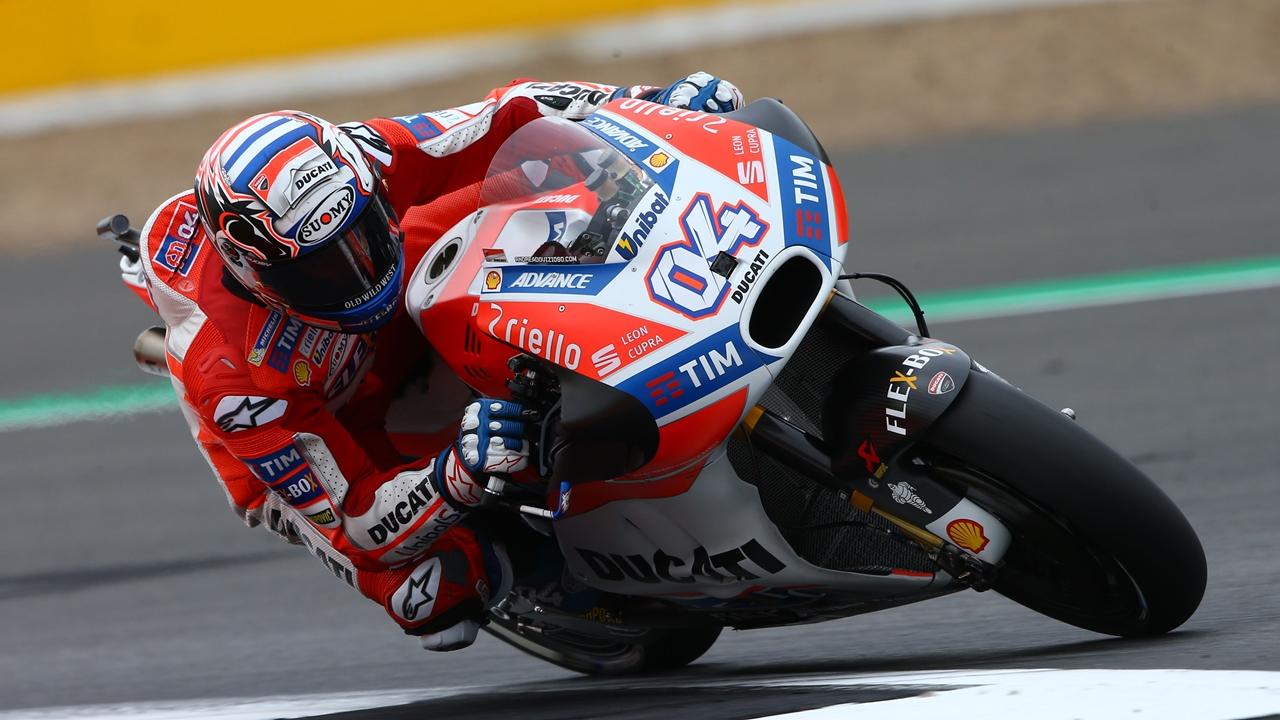 Victoria y liderato para Andrea Dovizioso tras la rotura de motor de Marc Márquez